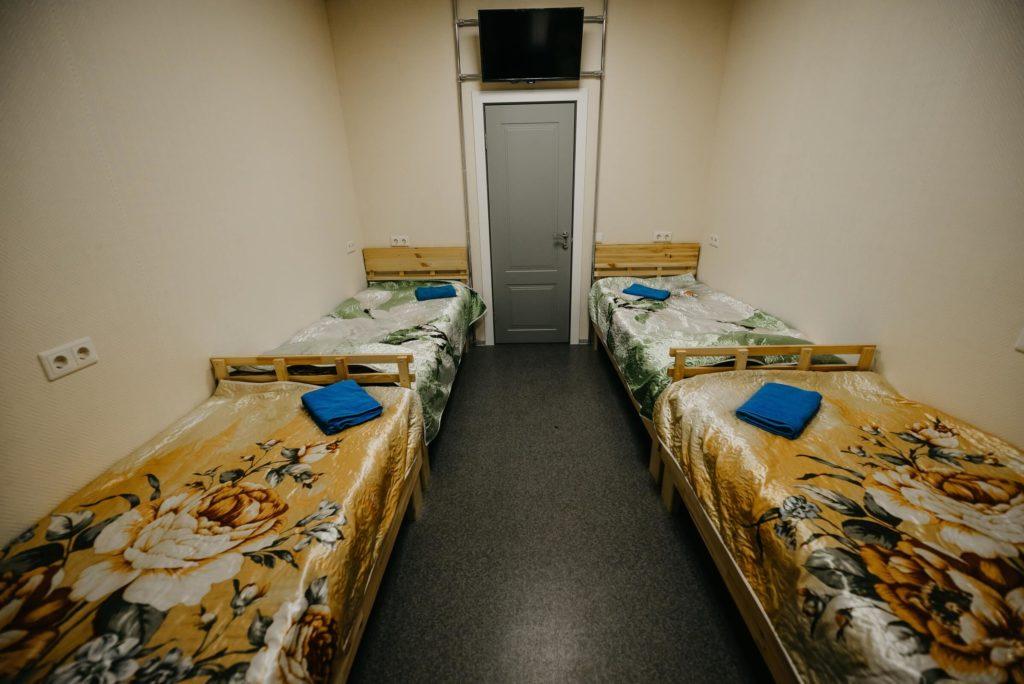 """Гостиница """"Винтаж"""". Первая комната в 2-комнатном 8-местном номере. В номере душ, туалет, ТВ, Wi-Fi"""